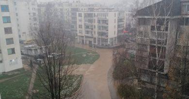 """Poplavile ulice kod zgrada """"Zvijezde"""" u centru Travnika"""