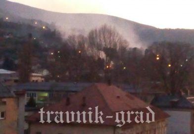 Požar na Bojni, gori napuštena kuća (FOTO – VIDEO)