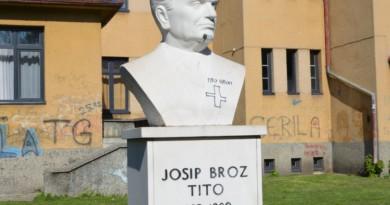 """Oskrnavljena bista """"Josipa Broza Tita"""" u Travniku"""