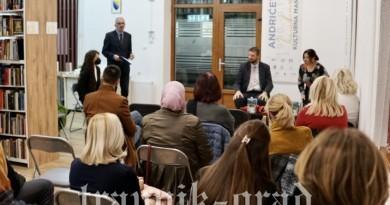 Održana književna večer proze i poezije u Gradskoj biblioteci u Travniku
